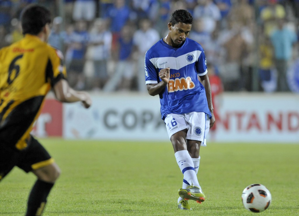 Wallyson scores another two goals in the Copa Libertadores taking his tally to four in two games