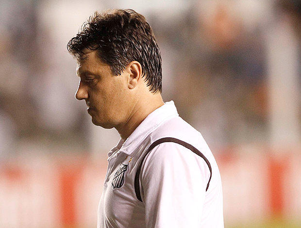 After a poor run of games culminating in a 1-1 draw at home to São Bernardo, Adilson Batista is fired by Santos