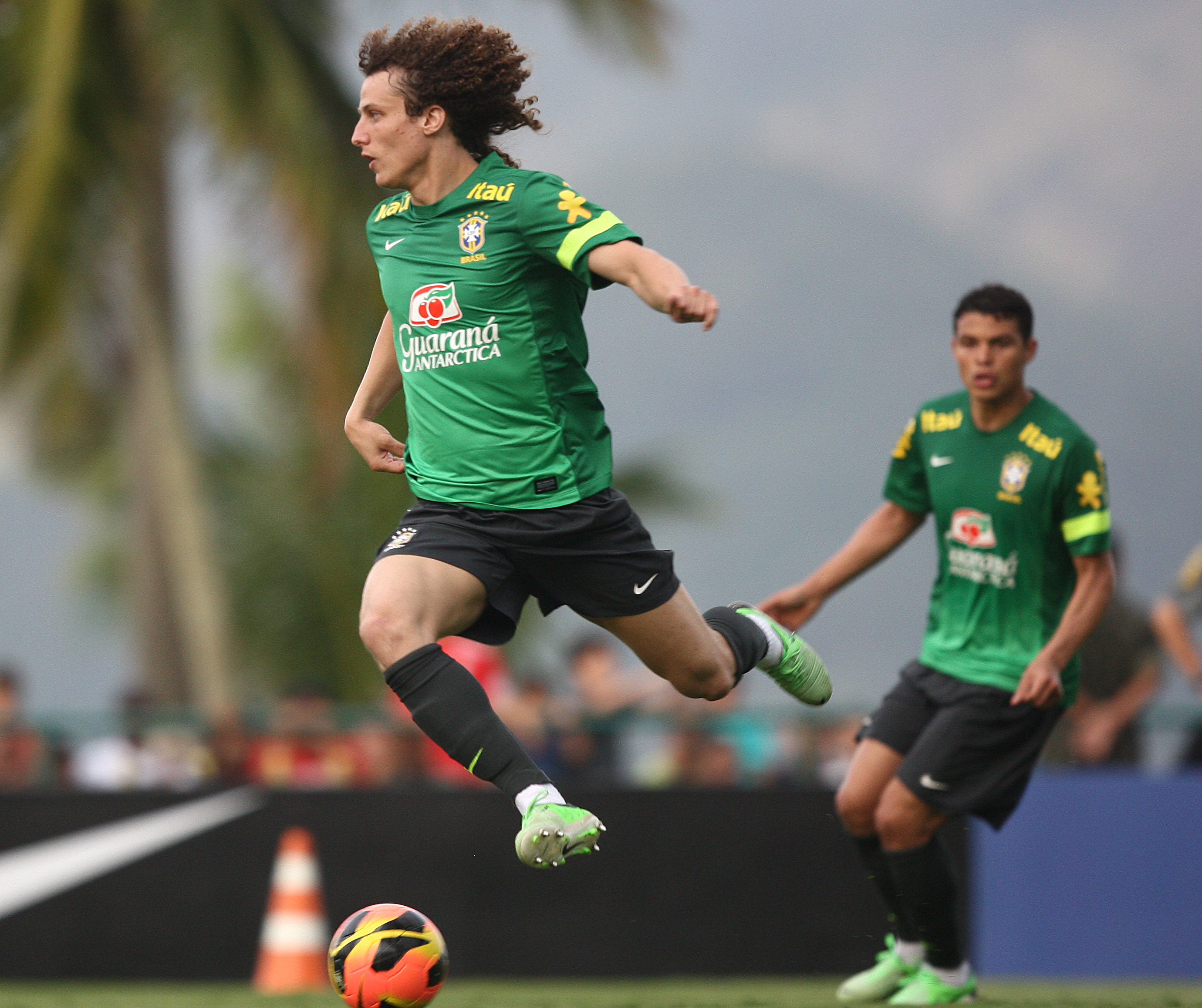 David Luiz in training for Brazil (Mowa Press)