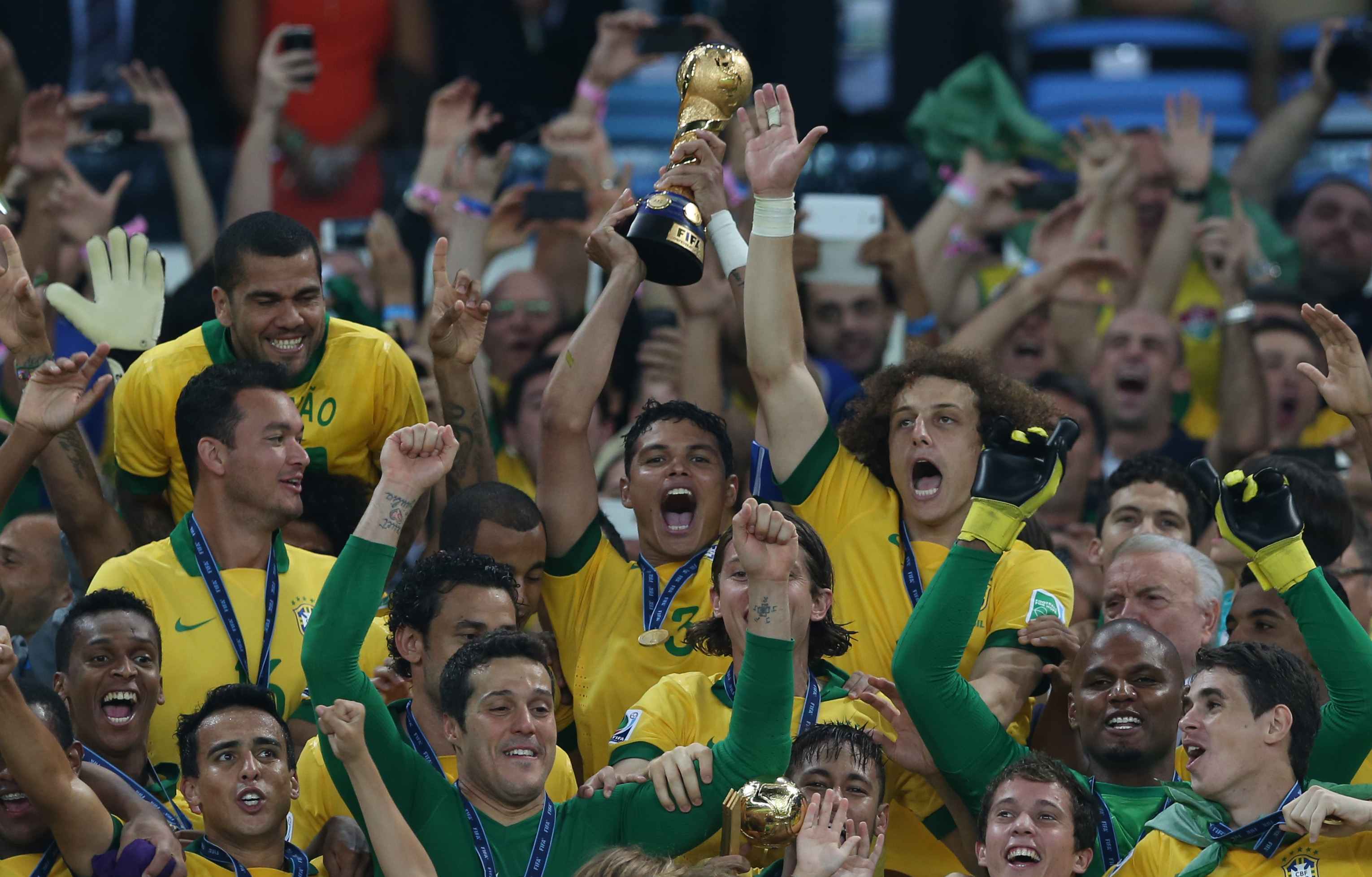 Thiago Silva lifts the trohpy (Mowa Press)