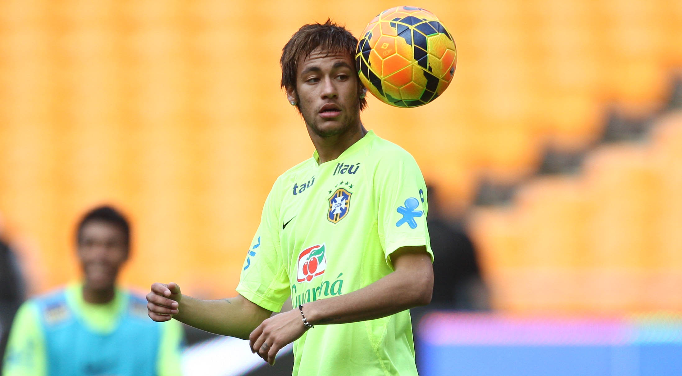 I'm not sure about Neymar's new haircut (Mowa Press)