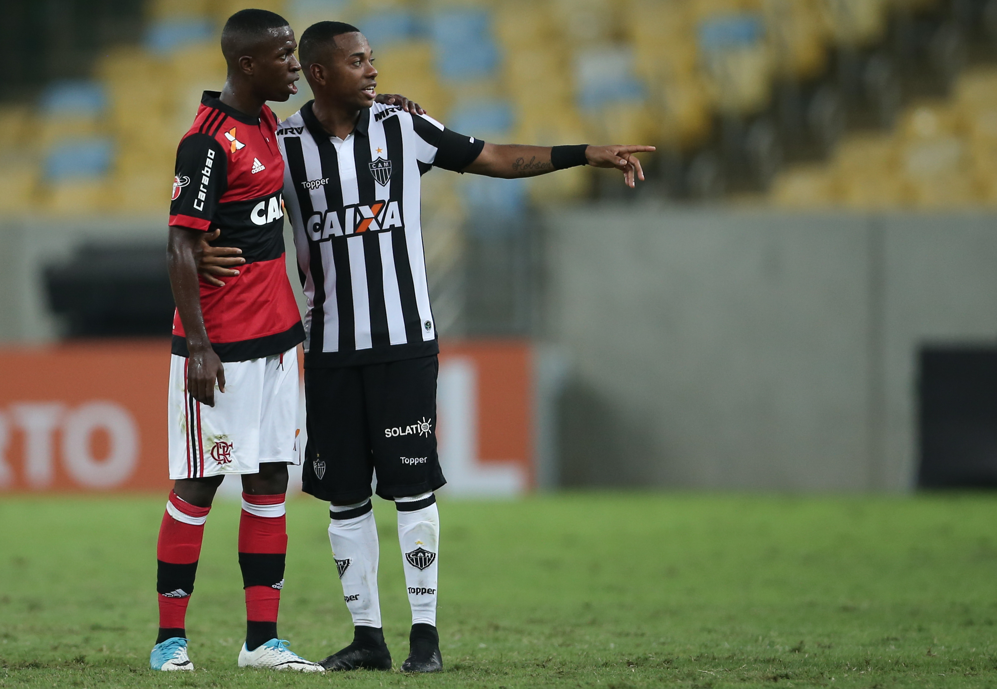 ¿Cuánto mide Robinho? - Altura - Real height Vinicius-Junior-and-Robinho